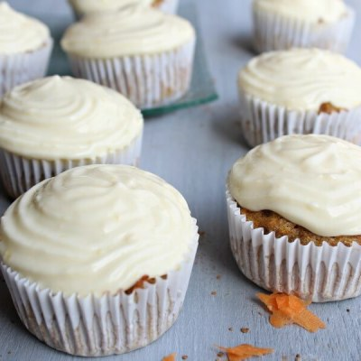 Easy Cream Cheese Frosted Carrot Pecan Cupcakes