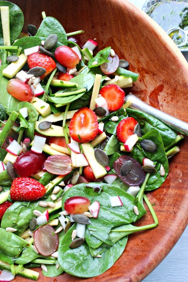 Grape Spinach Zucchini Harvest Salad. A light, fresh salad with bursts of flavour - perfect for a light lunch or as a side dish | berrysweetlife.com
