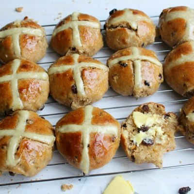 No Knead Easter Hot Cross Buns
