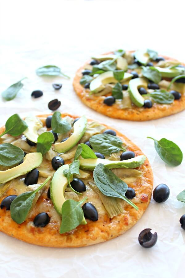 Artichoke Avo Black Olive Pizza. A 20 minute, healthy and delicious pizza - bursting with flavour and goodness. Perfect for the whole family! | berrysweetlife.com