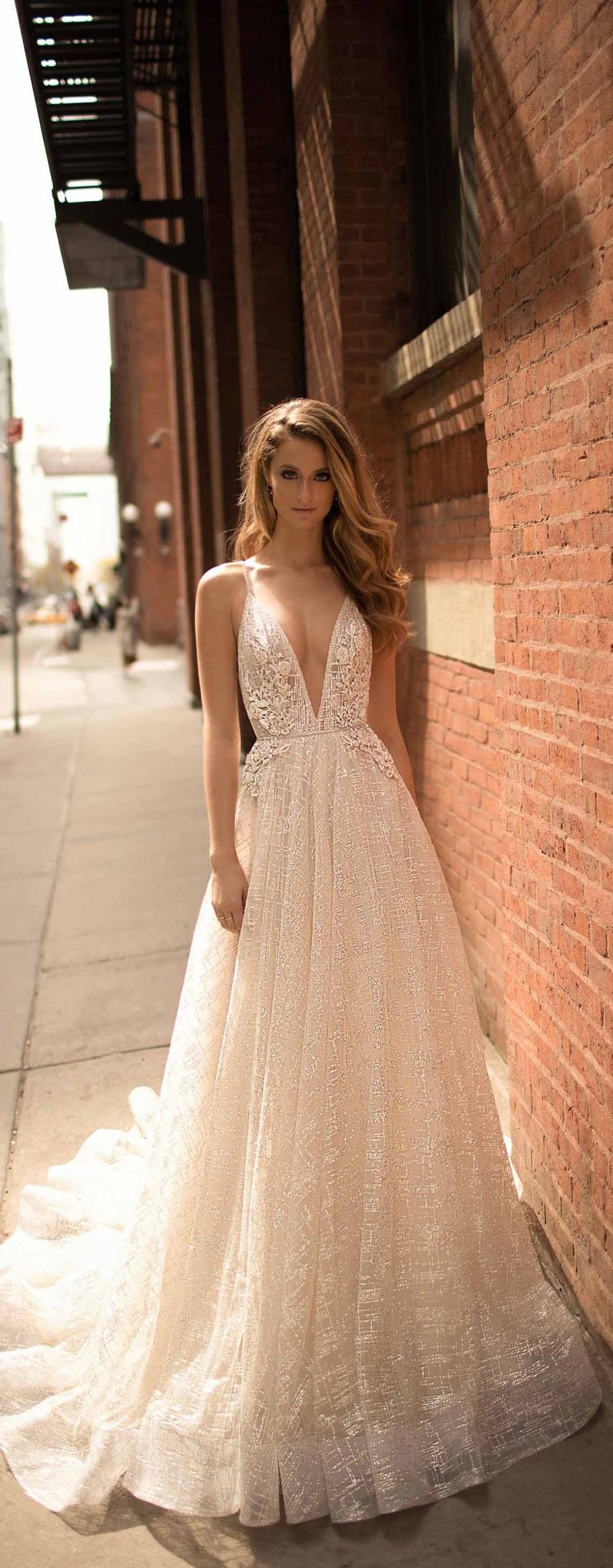 berta spring 2018 bridal strapless sweetheart neckline full embellishment bustier bodice sexy fit and flare wedding dress medium train (10) mv