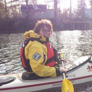 Katarina Wahlström i en kanot.