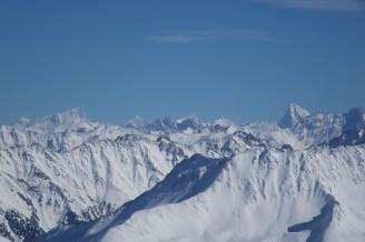 Et le Valais (à droite la Dent Blanche, à gauche le Weisshorn)