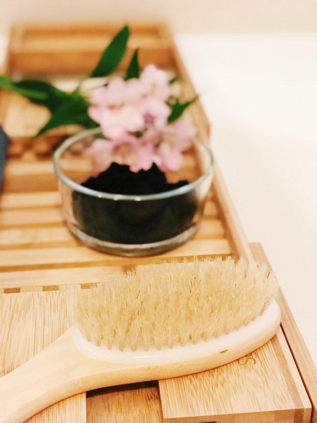 DIY anti-cellulite exfoliating scrub