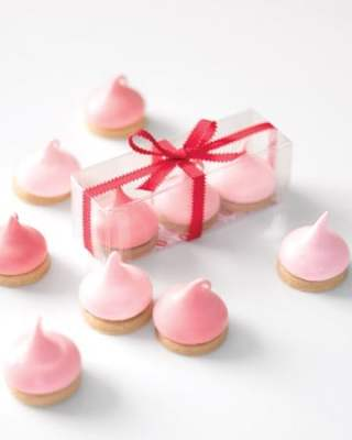 Marshmallow Kiss Favors
