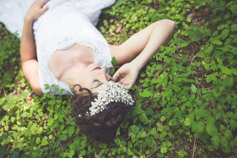 Noonan_NA_Chelsea_Dawn_Photography__Makeup_Artistry_MonicaWhimsicalBridalSessionVancouverIslandChelseaDawnPhotography17_low