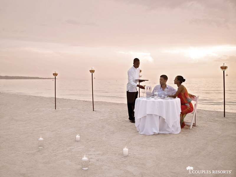 couples-negril-dinner-on-the-beach