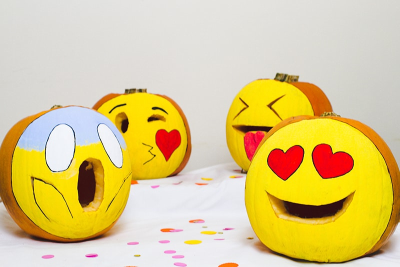 DIY Emoji Pumpkins Halloween Decor Fun Painting Tutorial-3