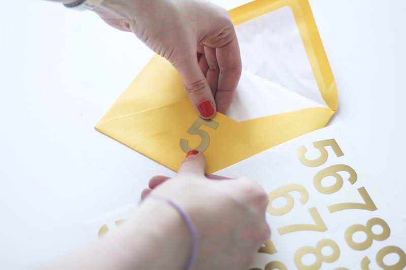 Pretty DIY Envelope Table plan with free printable floral envelope liners