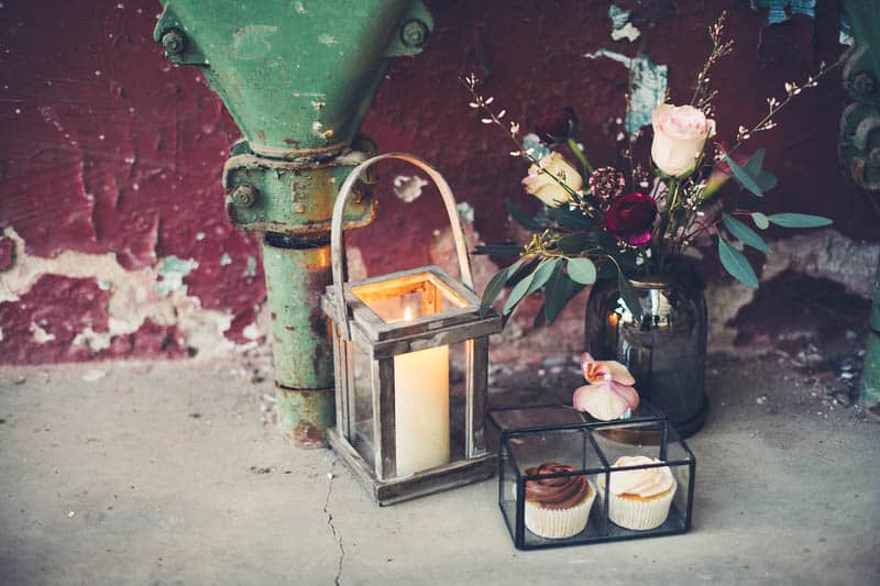 INDUSTRIAL BOHEMIAN STYLED SHOOT IN AN ABANDONED WAREHOUSE (9)