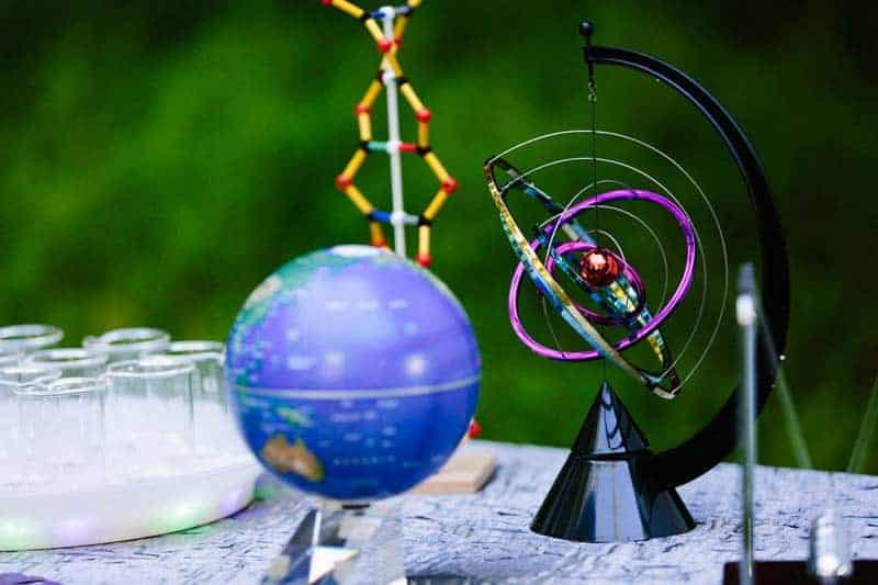 Big Bang Themed Science Wedding Inspiration (10)