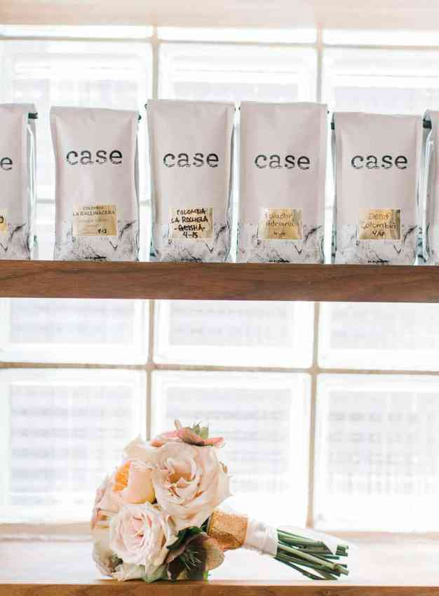 COFFEE HOUSE CRUSH STYLED SHOOT INTIMATE WEDDING INSPIRATION (7)