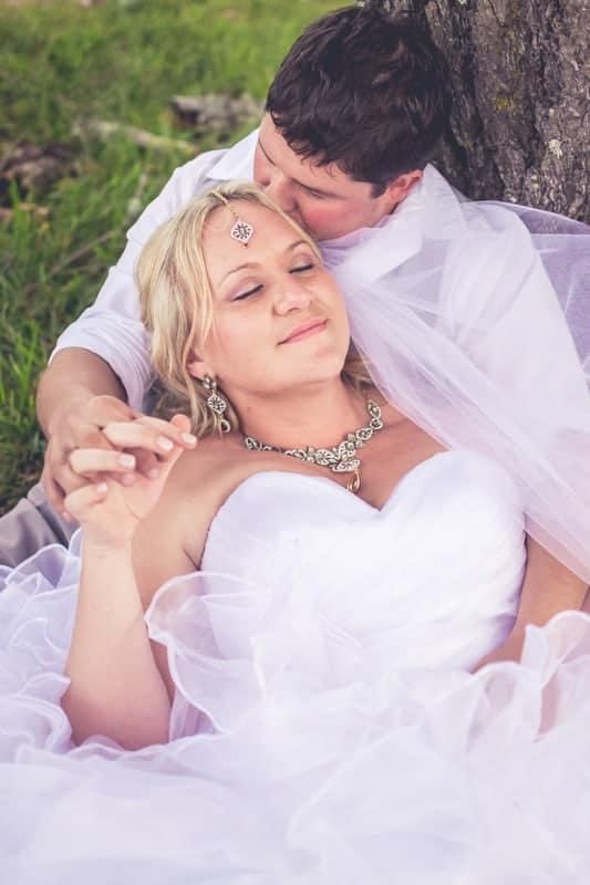 Sharlene and Zane's Bold Woodland Wedding in a treehouse (25)