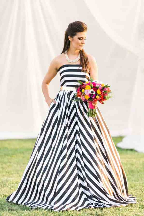 KATE SPADE INSPIRED WEDDING WITH A BLACK AND WHITE STIPE BRIDAL GOWN (16)