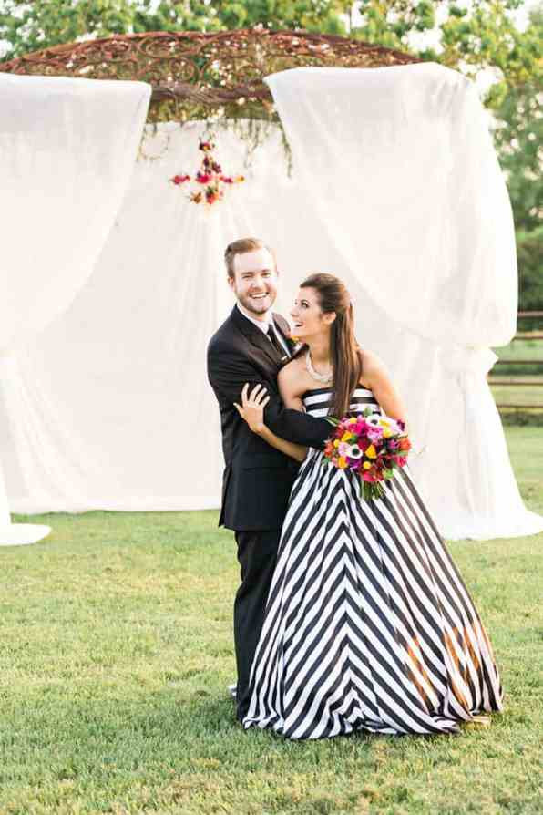 KATE SPADE INSPIRED WEDDING WITH A BLACK AND WHITE STIPE BRIDAL GOWN (17)