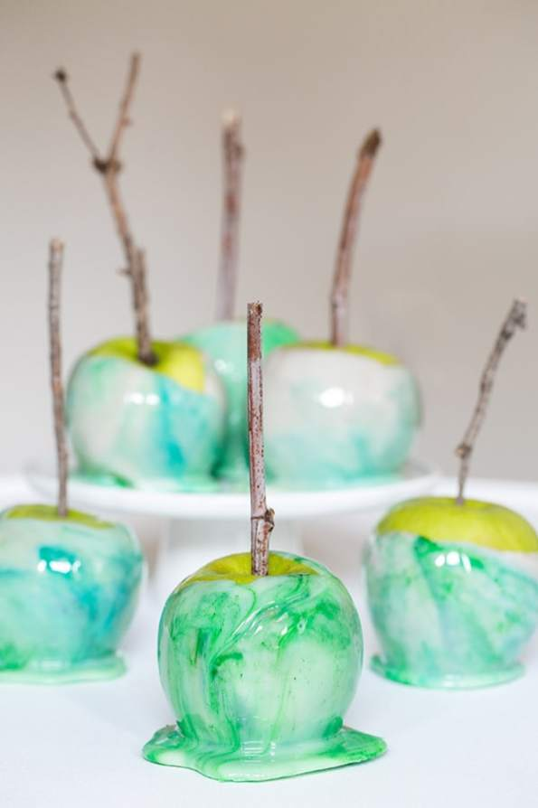 Sugar and Charm how to marble candy apples
