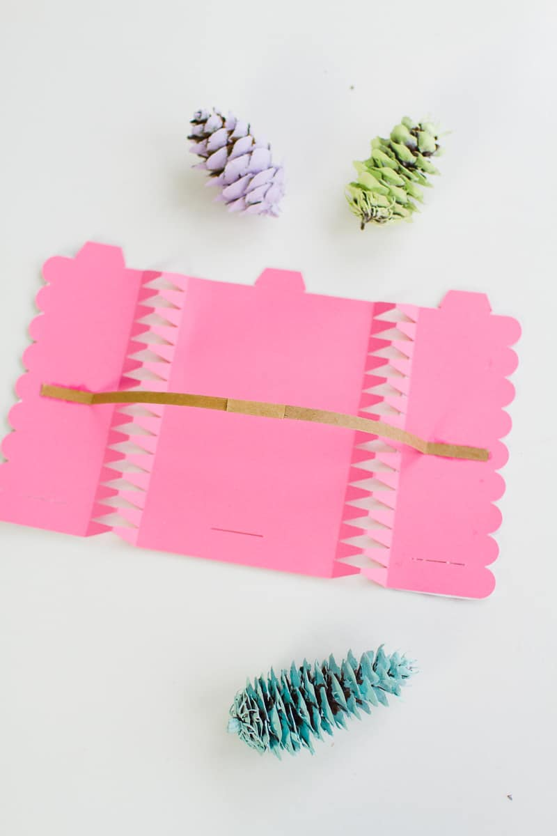 How to make your own crackers DIY Pop snap bang colourful pink wrapping paper modern typography christmas quotes pastel theme-7
