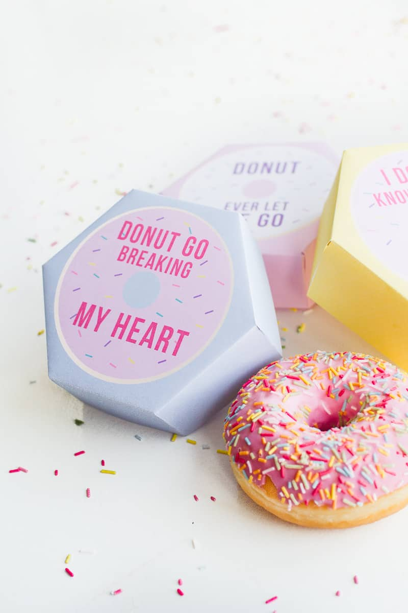 DIY donut boxes valentines day puns doughnuts case cute fun tutorial free printable-17