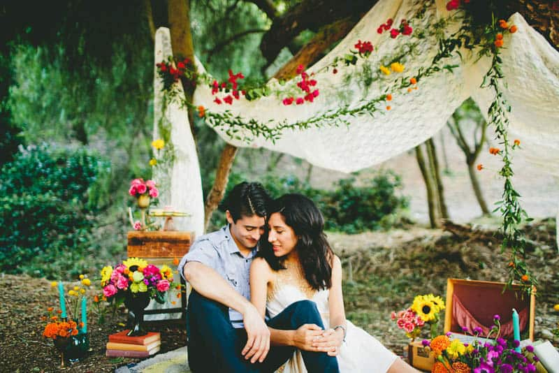 How to make your engagement shoot more personal - a colourful whimsical outdoor picnic engagement on the beach (13)