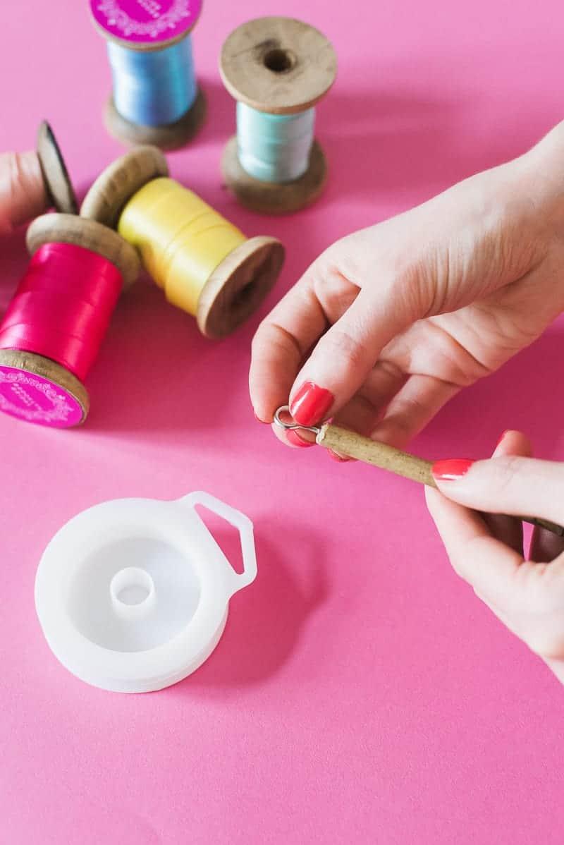 DIY colourful ribbon table plan unique alternative escort cards-18