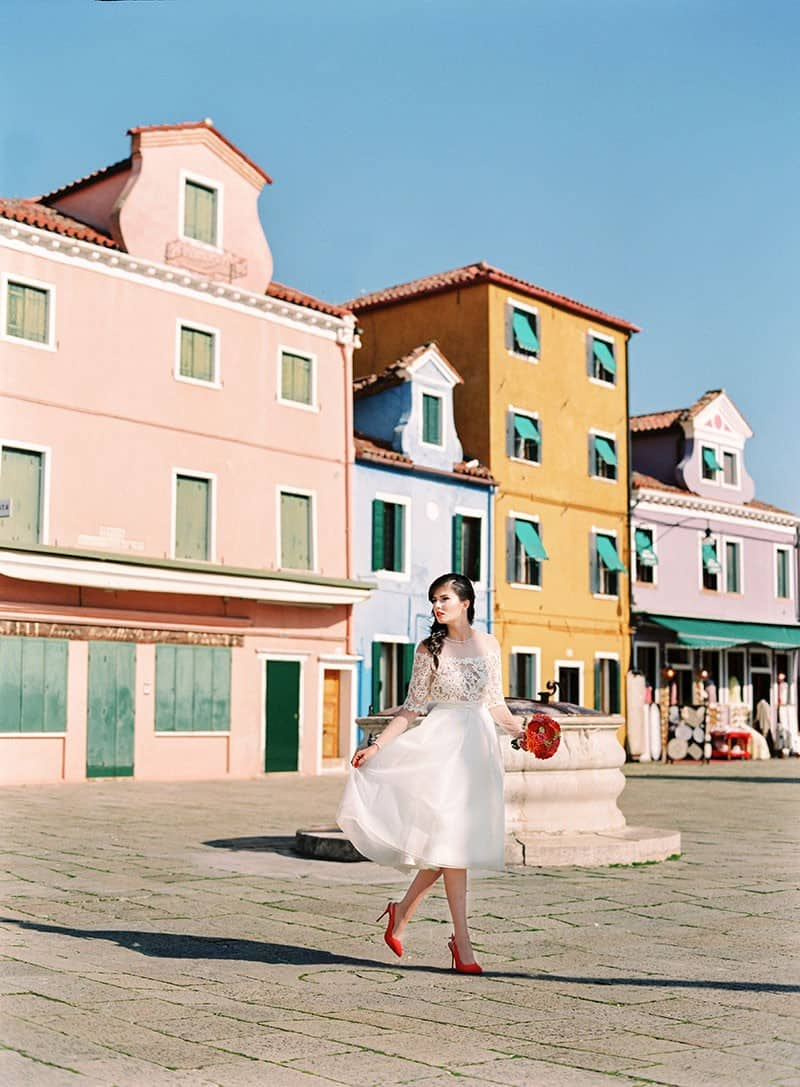 COLOURFUL WEDDING INSPIRATION IN BURANO, ITALY (23)