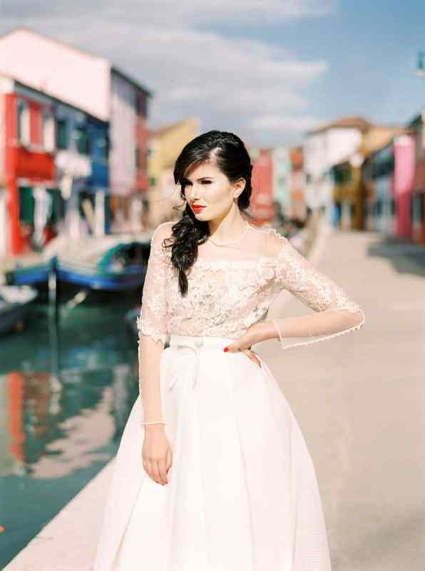 COLOURFUL WEDDING INSPIRATION IN BURANO, ITALY (4)