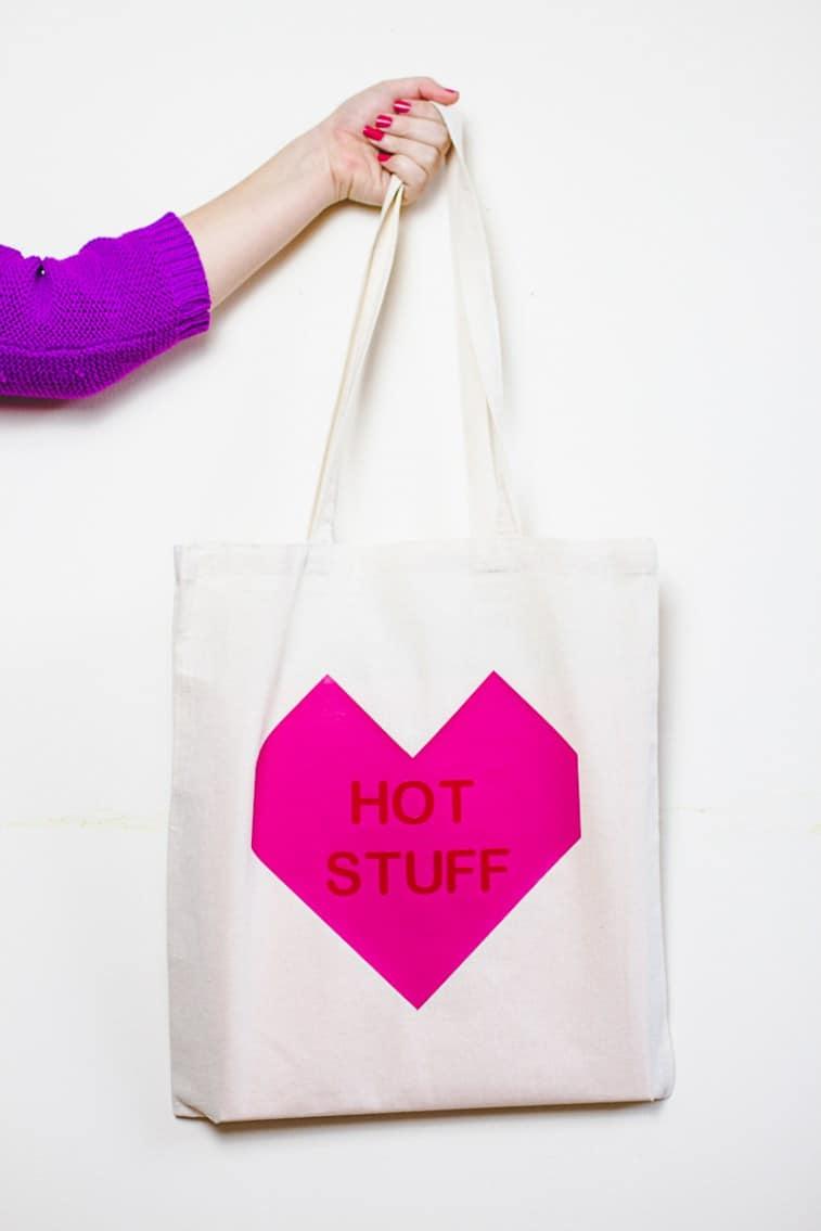 Conversation-Heart-Tote-Bags-DIY-Valentines-Gift-Bridesmaid-Presents-Tutorial-2