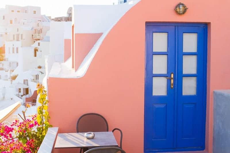 Santorini-Oia-Travel-Guide-Reccomendations-Honeymoon-Colourful-Place-Greece_-20