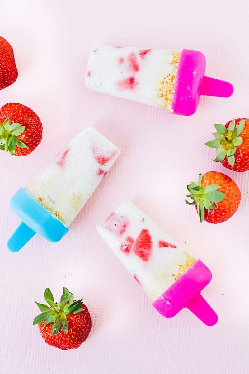 DIY-strawberry-Shortbread-Popsicles-Ice-lolly-yogurt-recipe-vanilla-summer-wedding