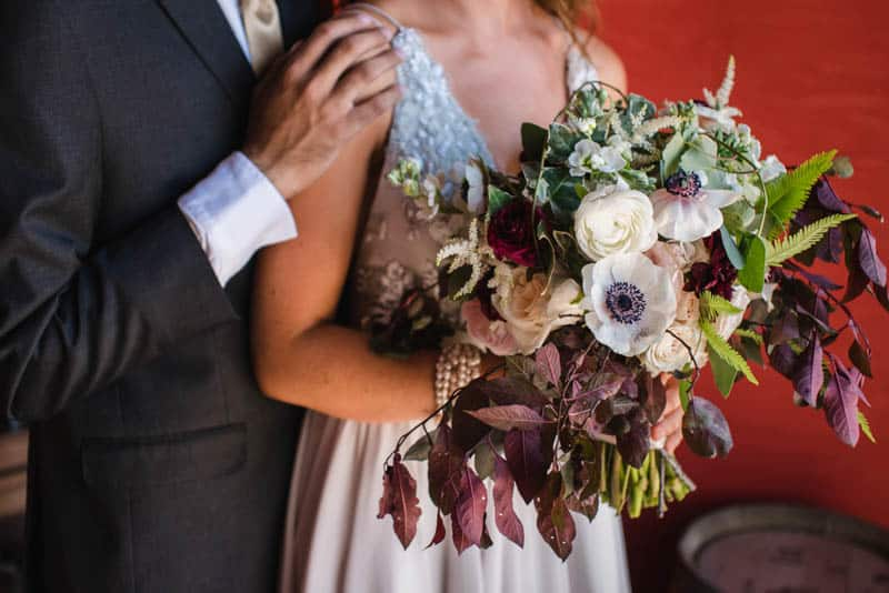bee-themed-wedding-ideas-in-a-brewery-17