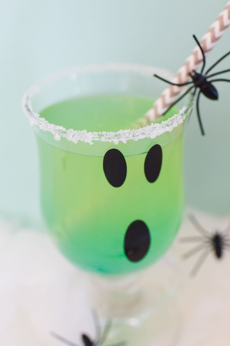 green-halloween-cocktail-recipe-rum-curacao-apple-sours-fun-ghost-spooky-ombre-blue-4
