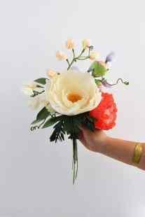 best-paper-flower-tutorials-for-your-wedding-crepe-paper-sweet-pea-bespoke-bride-wedding-blog