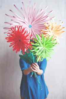 best-paper-flower-tutorials-for-your-wedding-paper-flower-display-bespoke-bride-wedding-blog