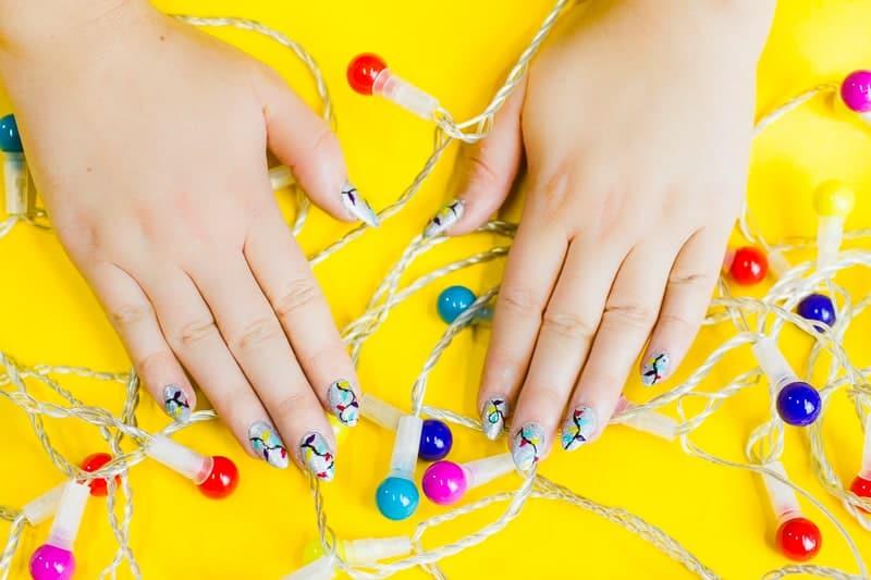 christmas-light-nails-manicure-mani-festive-colourful-xmas-silver_-6