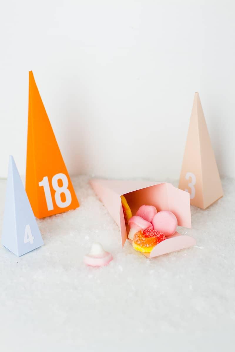 diy-advent-calendar-christmas-tree-pyramid-modern-colourful-handmade-cricut-card-sweets-candy-chocolate-2