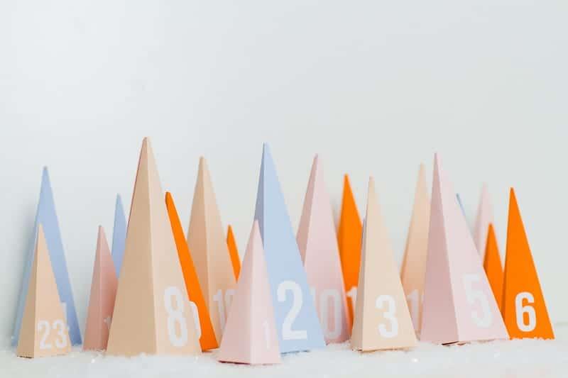 diy-advent-calendar-christmas-tree-pyramid-modern-colourful-handmade-cricut-card-sweets-candy-chocolate-34