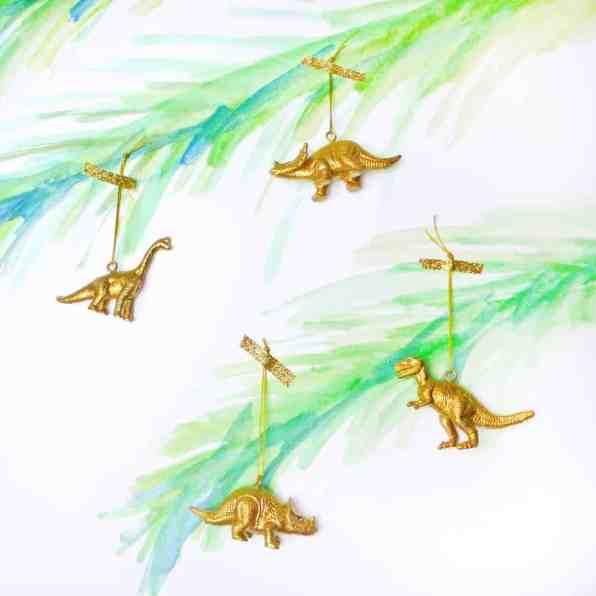 gold-dinosaur-chrismas-decoration