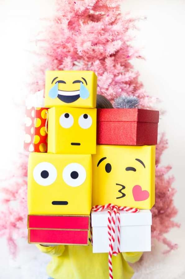 emoji-wrapping-paper-1a-studio-diy