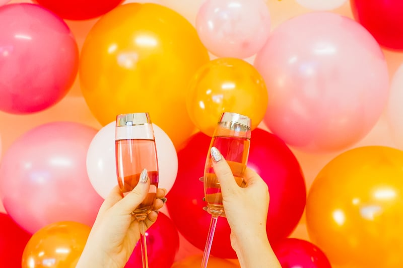 diy-balloon-backdrop-new-years-eve-photo-booth-colourful-fun-decor-ideas-tutorial-11