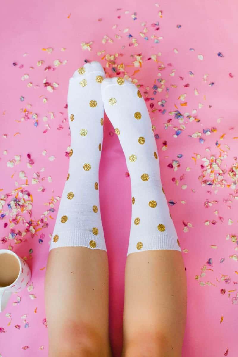 diy-christmas-socks-polka-dot-gold-cactus-glitter-pink-make-your-own-tutorial-cricut-1
