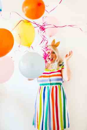 thoughts-on-turning-30-birthday-shoot-balloons-fun-colourful-party_-5