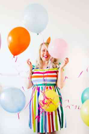thoughts-on-turning-30-birthday-shoot-balloons-fun-colourful-party_-8