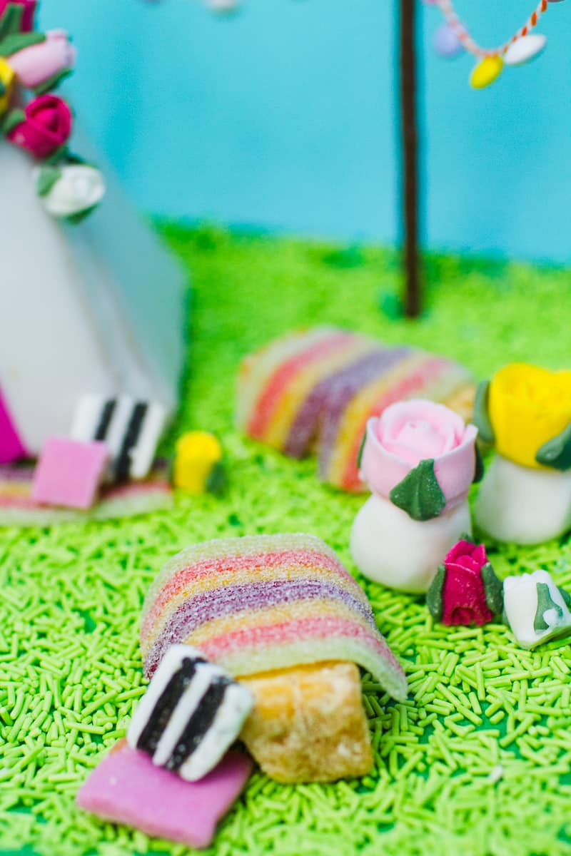 unique-ginger-bread-house-teepee-tipi-christmas-fun-festival-colourful-bake-make-your-own_-15