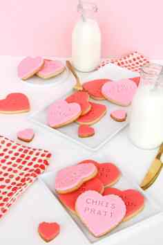 60+VALENTINES-DAY-GIFT-DIY'S-FOR-YOUR-GAL-PALS-CELEBRITY-HEARTTHROB-STAMPED-COOKIES