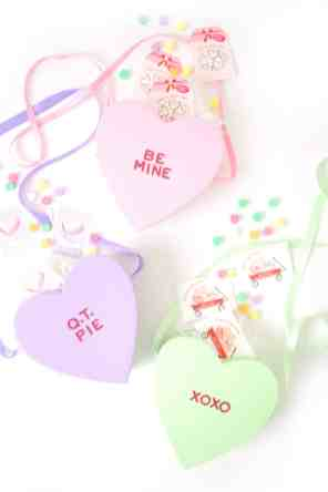 60-VALENTINES-DAY-GIFT-DIY'S-FOR-YOUR-GAL-PALS-CONVERSATION-HEART-HANDBAG