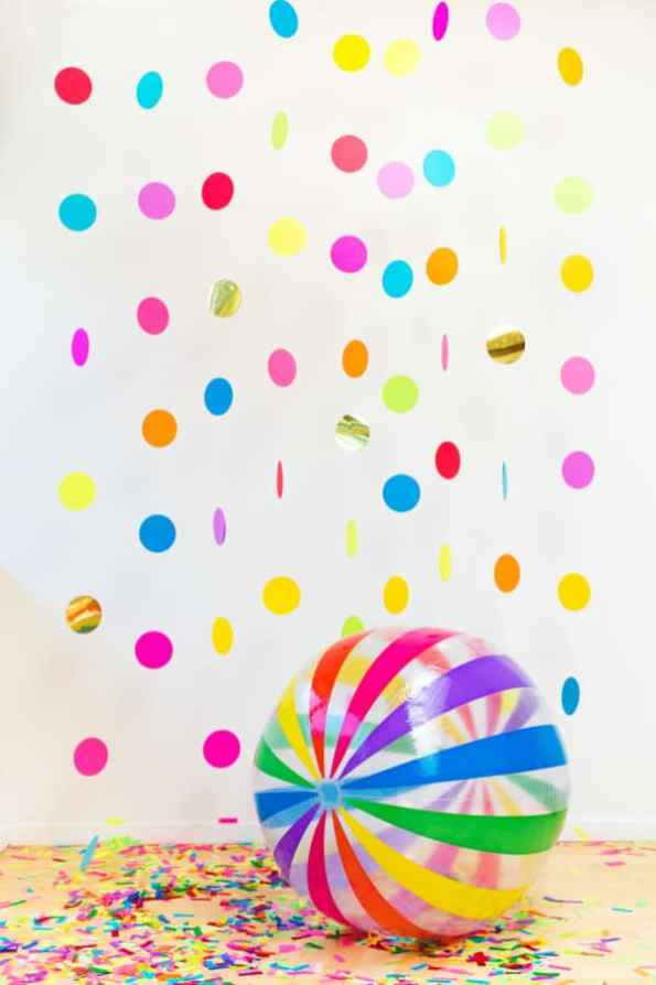 CREATIVE DIY WEDDING PARTY BACKDROPS-FLOATING CONFETTI PHOTOBOOTH IN A BOX