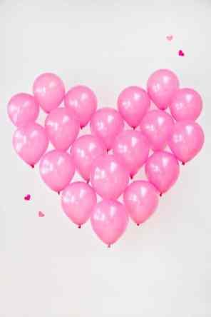 CREATIVE DIY WEDDING PARTY BACKDROPS - GIANT BALLOON HEART