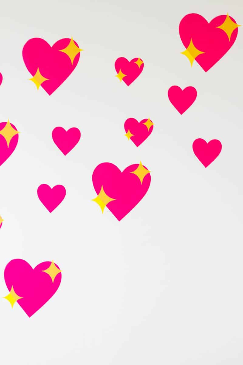 HOW TO MAKE YOUR OWN EMOJI HEART BACKDROP FOR VALENTINES DAY (1)
