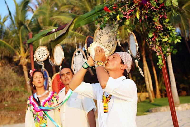 MYSTICAL VIBRANT WEDDING IDEAS IN SAYLUTIA MEXICO (20)