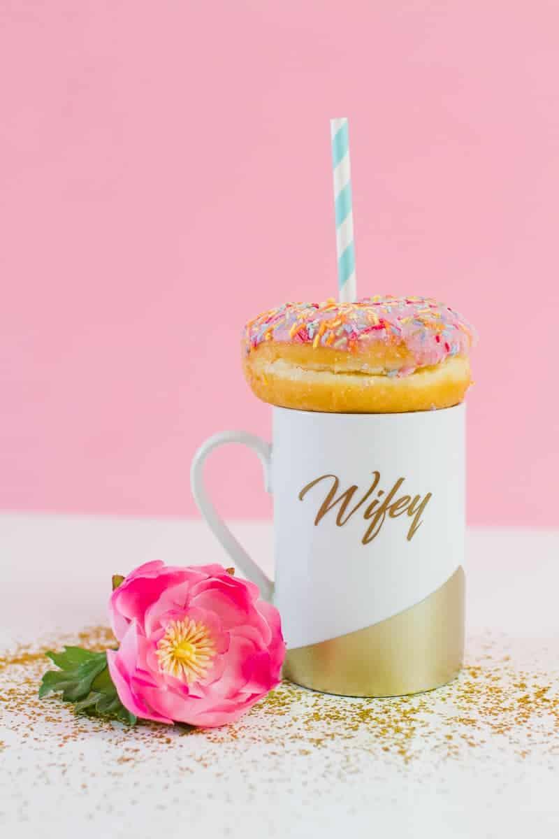 DIY-Wifey-Hubby-mugs-metallic-gold-bronze-geometric-bride-grrom-homemade-gift-idea-cricut_-5